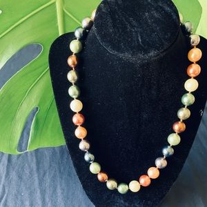 Jewelry - Multi colored beaded pearl choker necklace